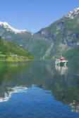 Boat in the ocean, Geiranger Fjord — Stock Photo