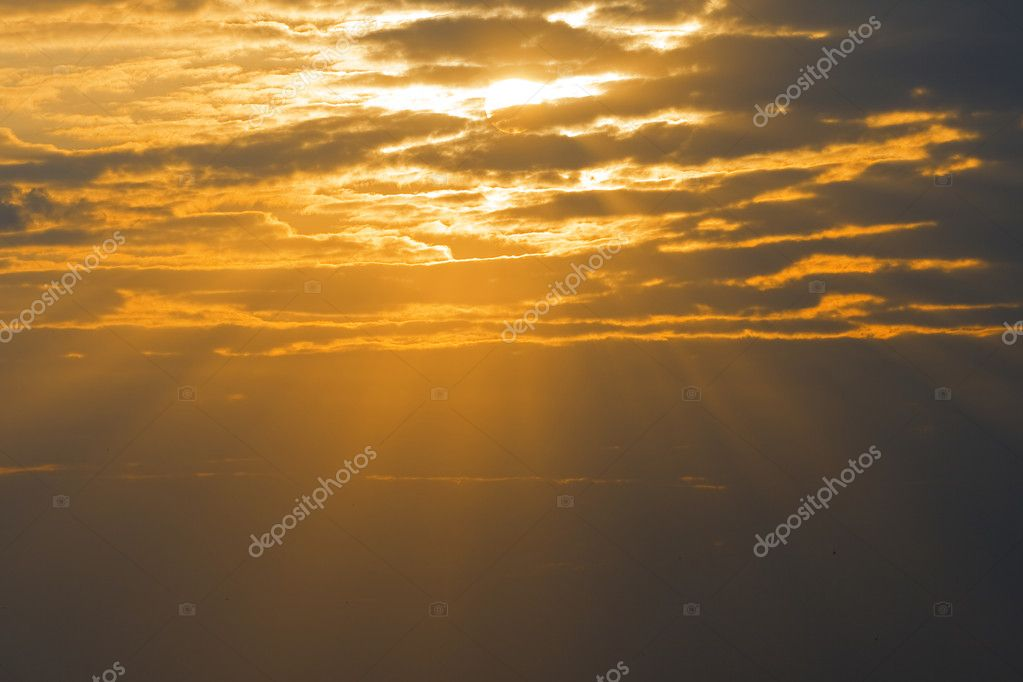 Sun rays are shining through the clouds — Stock Photo #2323218
