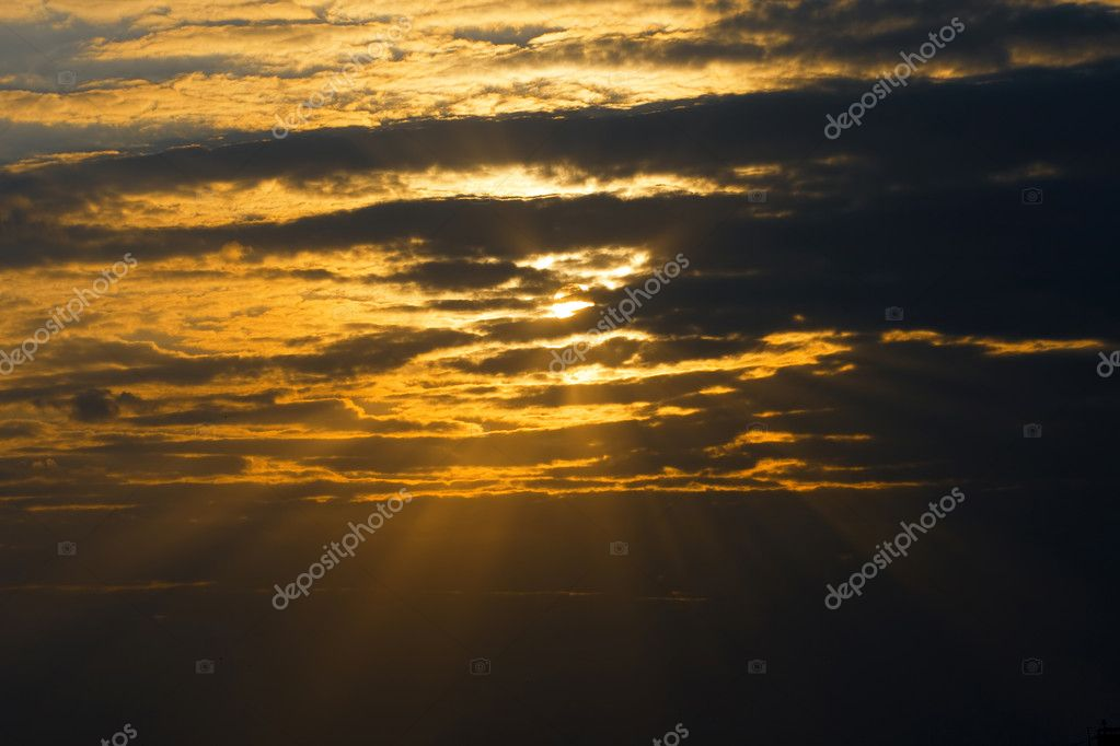 Sky is overcast, dark clouds, sun rays  Foto de Stock   #2323543
