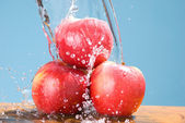 Splash drop on group of apple — Stock Photo