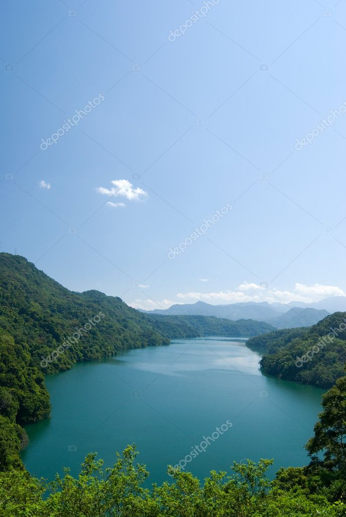 Tranquil lake under sunny sky, and surround by forests. — Stock Photo #1816198