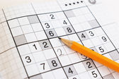 Close up van sudoku spel en gele penci — Stockfoto