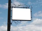 Letrero sobre fondo de cielo azul — Foto de Stock