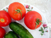 Red tomatoes and green cucumbers — Foto Stock