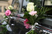 Wedding car decorated with flowers — Stock fotografie