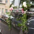 Old wedding car and flowers — Stock Photo