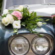 Wedding car and flowers — Stock Photo