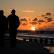 Silhouette of couple in sunset — Stock Photo