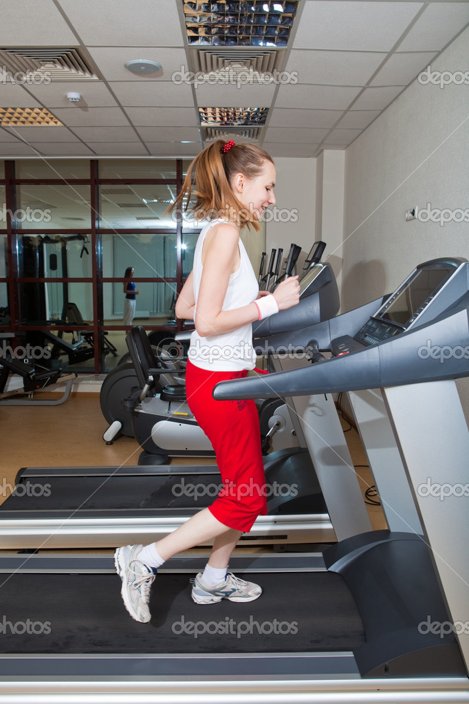 Beautiful girl are engaged in gym — Stock Photo #1718057