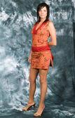 Krásná dívka v červených šatech — Stock fotografie