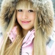 Girl in winter park — Stock Photo #1810105