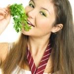 jolie fille manger persil — Photo