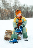 Boy is going to ice skate — Stock Photo