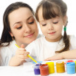 Mother and daughter painting — Lizenzfreies Foto