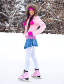 Girl ice skating — Stock Photo