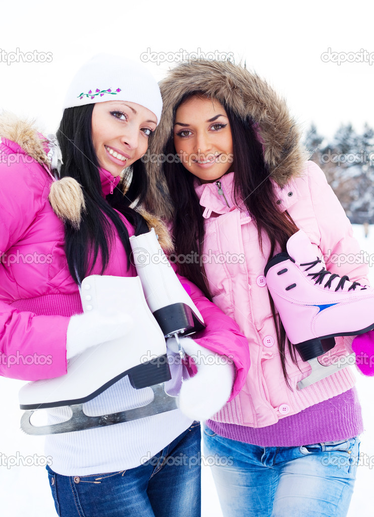 Two beautiful girls wearing warm winter clothes going to  ice skate — Stock Photo #1904136