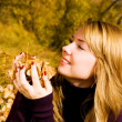 Pretty girl with yellow leaves in the park — Stock Photo