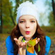 Pretty girl with yellow leaves in her hands — Stock Photo #1941964