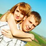coppia felice all'aperto — Foto Stock