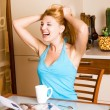 Laughing girl in the kitchen — Stockfoto