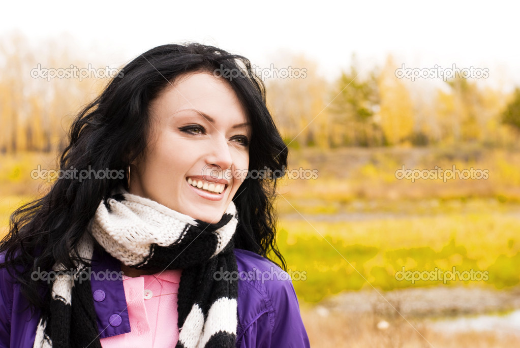 Beautiful smiling brunette woman outdoor — Stock Photo #1994579