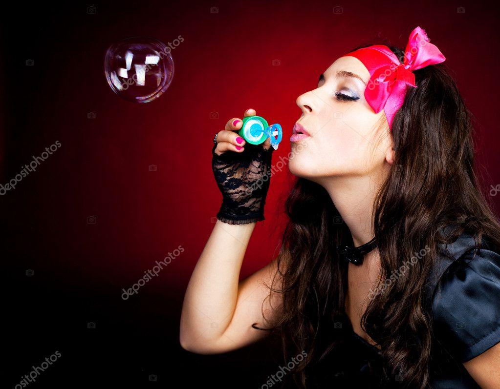 肥皂泡的女孩 ― 图库照片