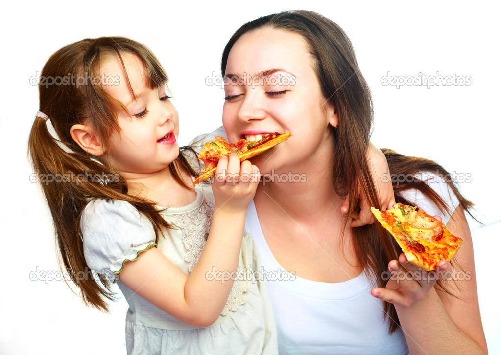Young mother and her little daughter eating pizza and having fun — Stock Photo #1998853