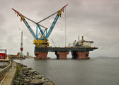 Saipem 7000 is the worlds largest crane — Stock Photo