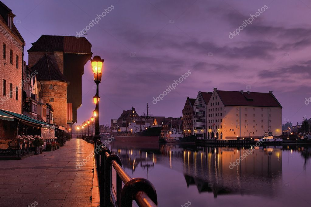 The riverside with the characteristic crane of Gdansk, Poland. — Stock Photo #1946336