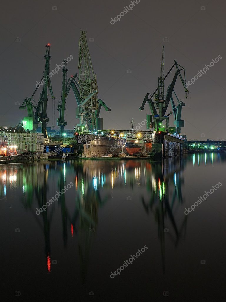 Night view of the shipyards of Gdansk, Poland. — Stock Photo #1946421