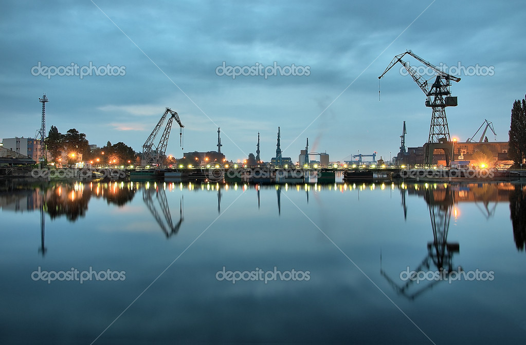 Taken at a Gdansk shipyard at dawn, Poland.  Zdjcie stockowe #1946424