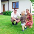 Happy family and house — Stock fotografie
