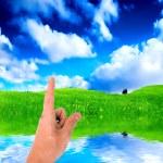 指向一个手指指着天空 — 图库照片