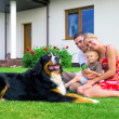 Happy family and house — Foto Stock