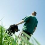 man med en hund — Stockfoto #2046009