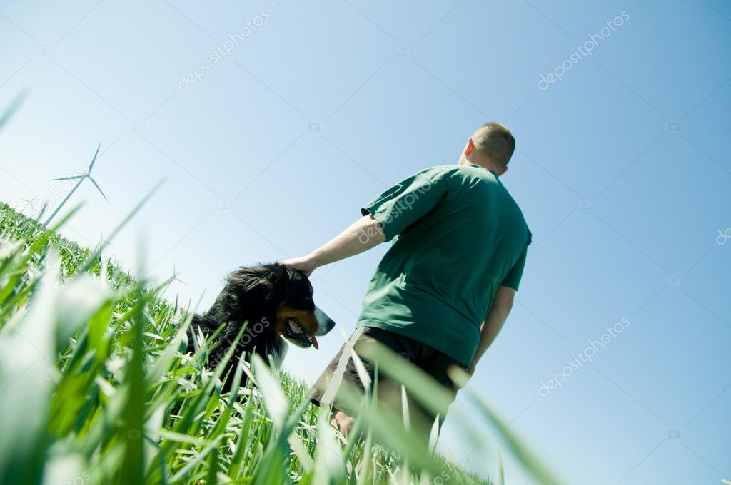 Man with a happy dog on the field — Stock Photo #2046009