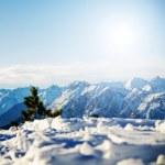 Dağın karlı kış manzarası — Stok fotoğraf