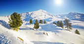 Sunny winter mountain lanscape — Stock Photo