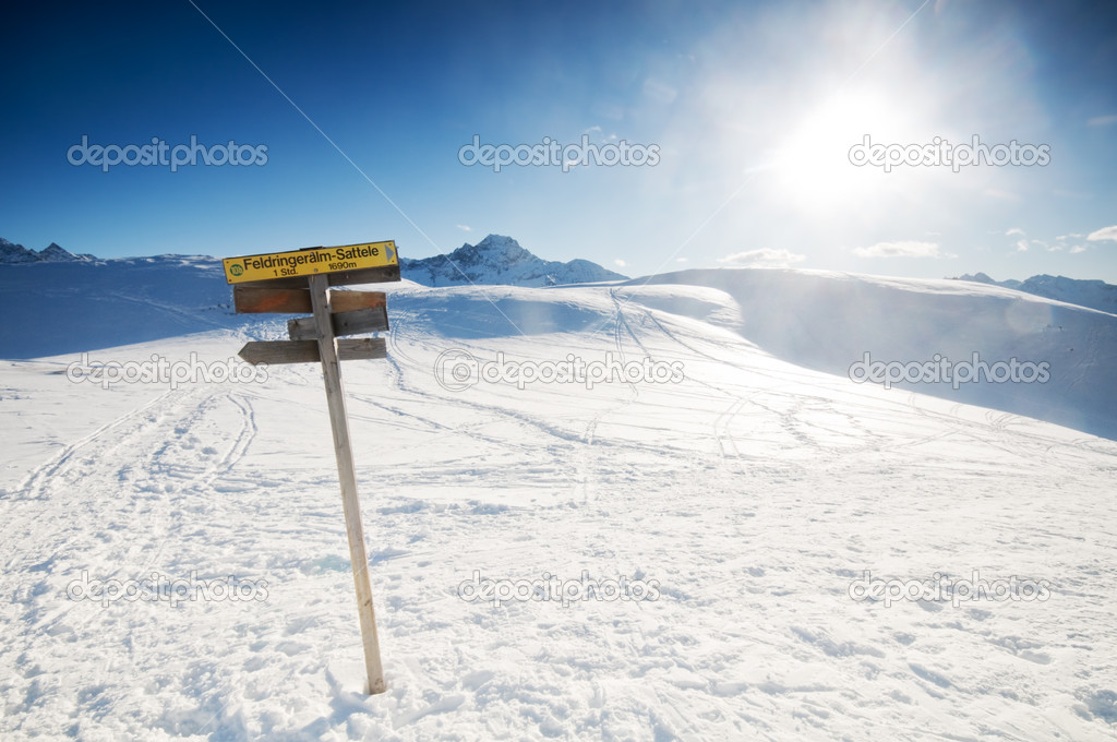 The signpost in the snowy mountains scenery — Stock Photo #2069821