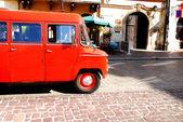 Vintage carro estacionado na rua — Foto Stock