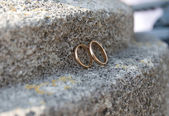 Wedding rings on stone — Stock Photo