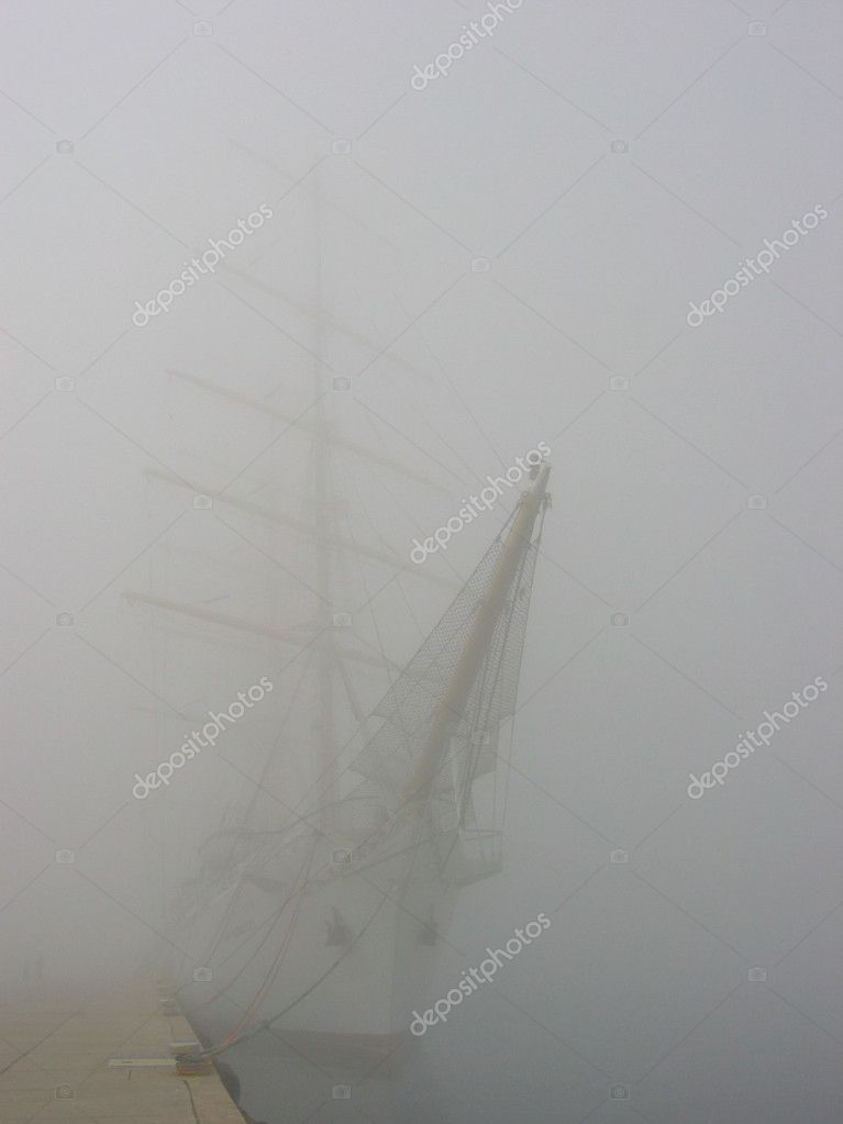 Sailing in foggy harbor — Stock Photo #1830546