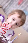 Malé dítě slaví narozeniny — Stock fotografie
