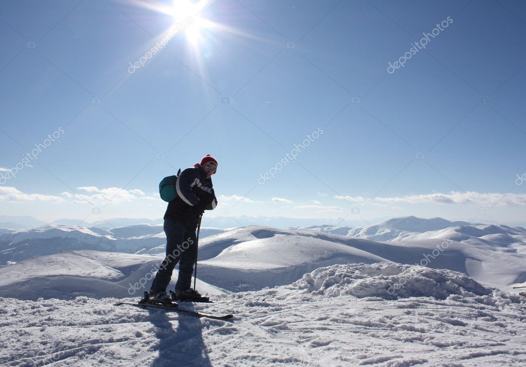 Skier on high mountain — Stock Photo #1989618