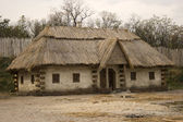Old traditional ukrainian house — Stockfoto