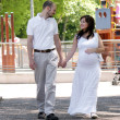 Beautiful pregnant woman and her husband — Stockfoto