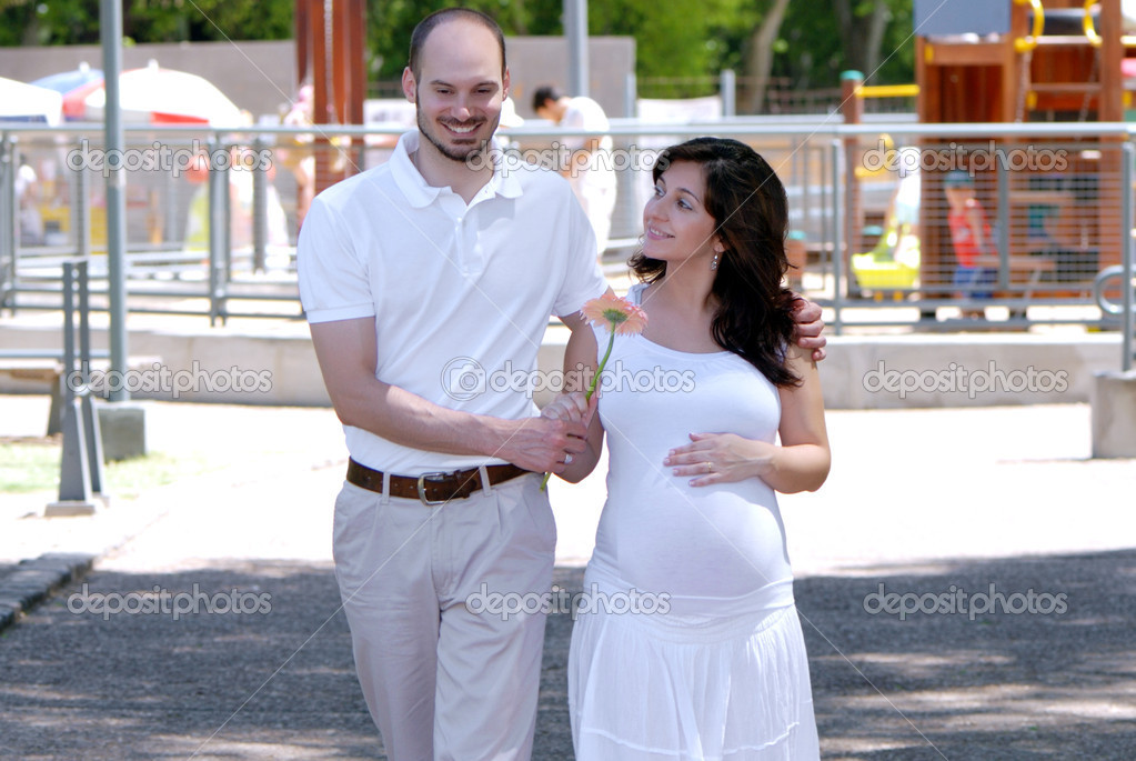 Happy beautiful pregnant woman and her husband — Stock Photo #1779957