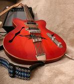 Kırmızı gitar — Stok fotoğraf