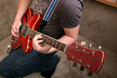 Kytarista ve studiu — Stock fotografie