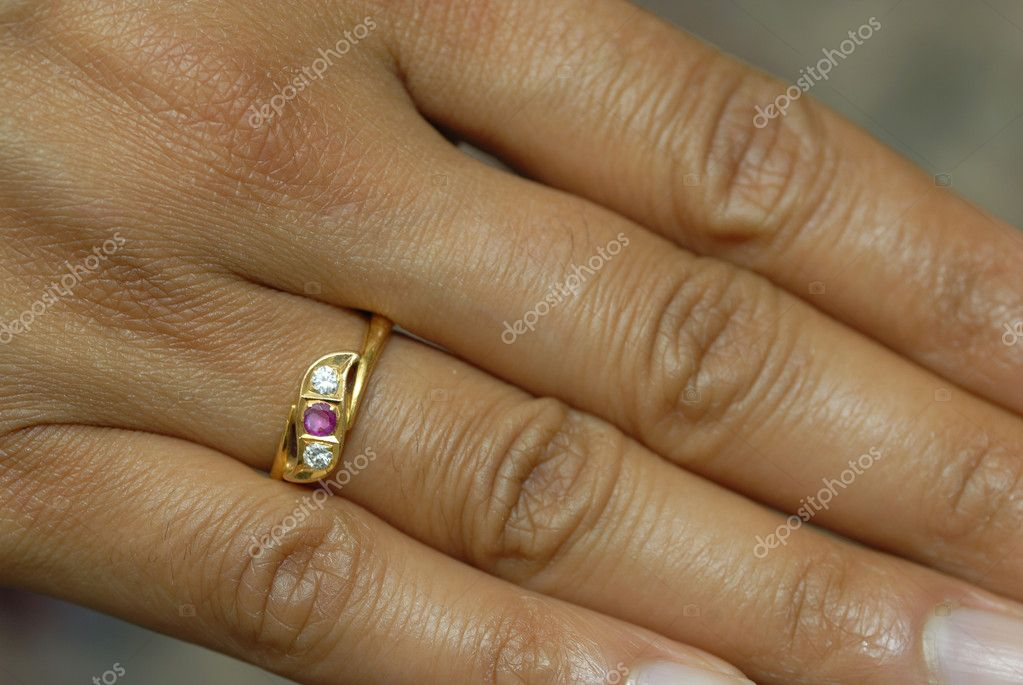 A women wearing an engagement ring for her  Valentine — Stock Photo #1862906